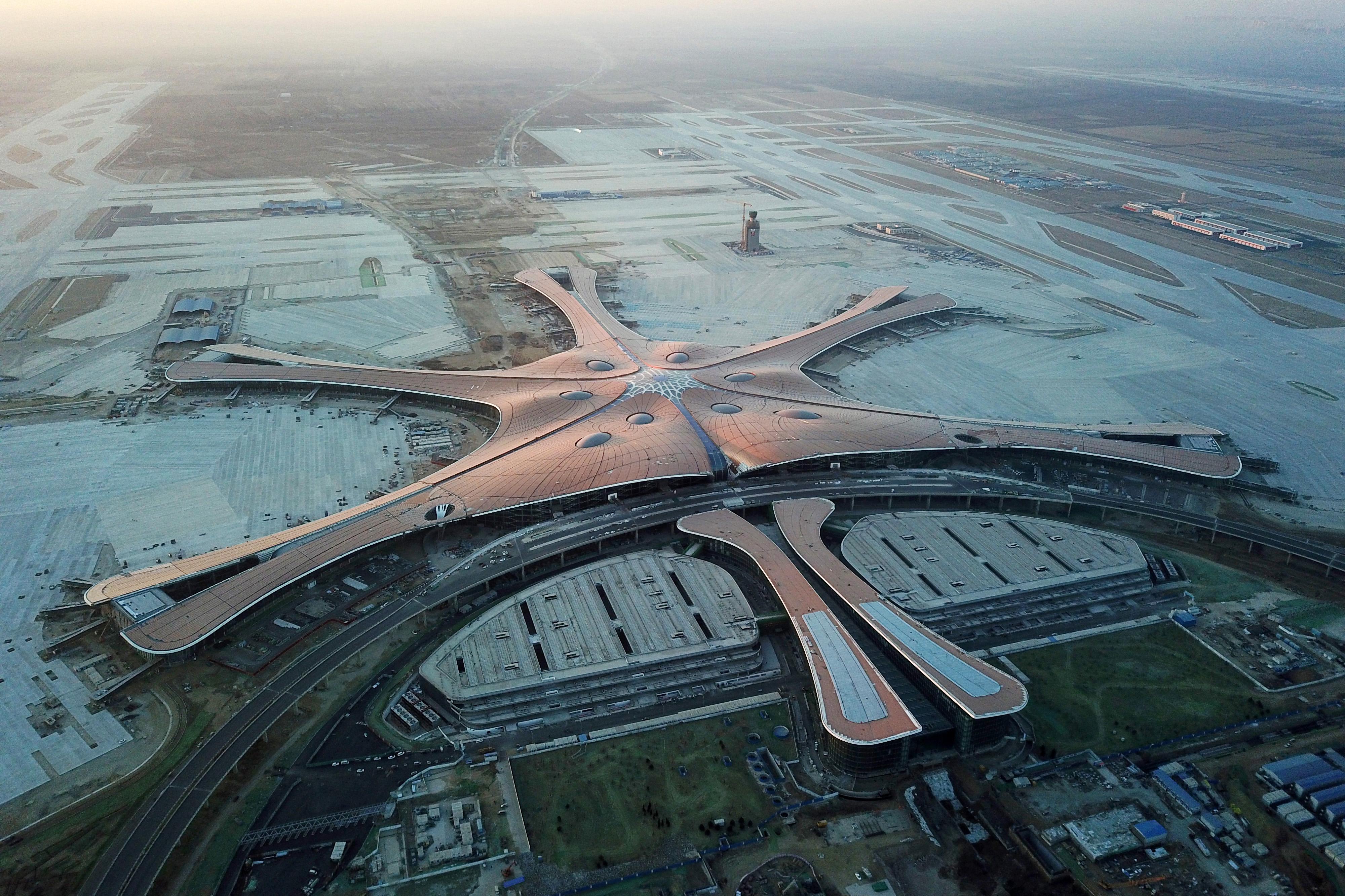 """""""凤凰展翅""""精美表态——北京大兴国际机场设置装备摆设新希望"""