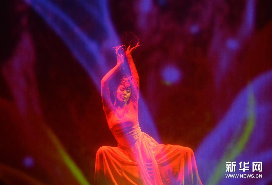 内蒙古新年舞蹈晚会在呼和浩特举行