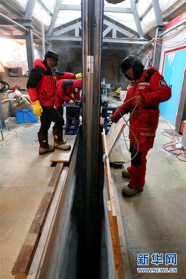 中国科考队南极冰盖之巅深冰芯房探秘