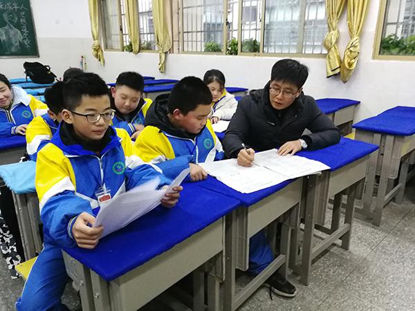 """关爱每一位学生 李云峰入围1月""""中国好人榜"""""""