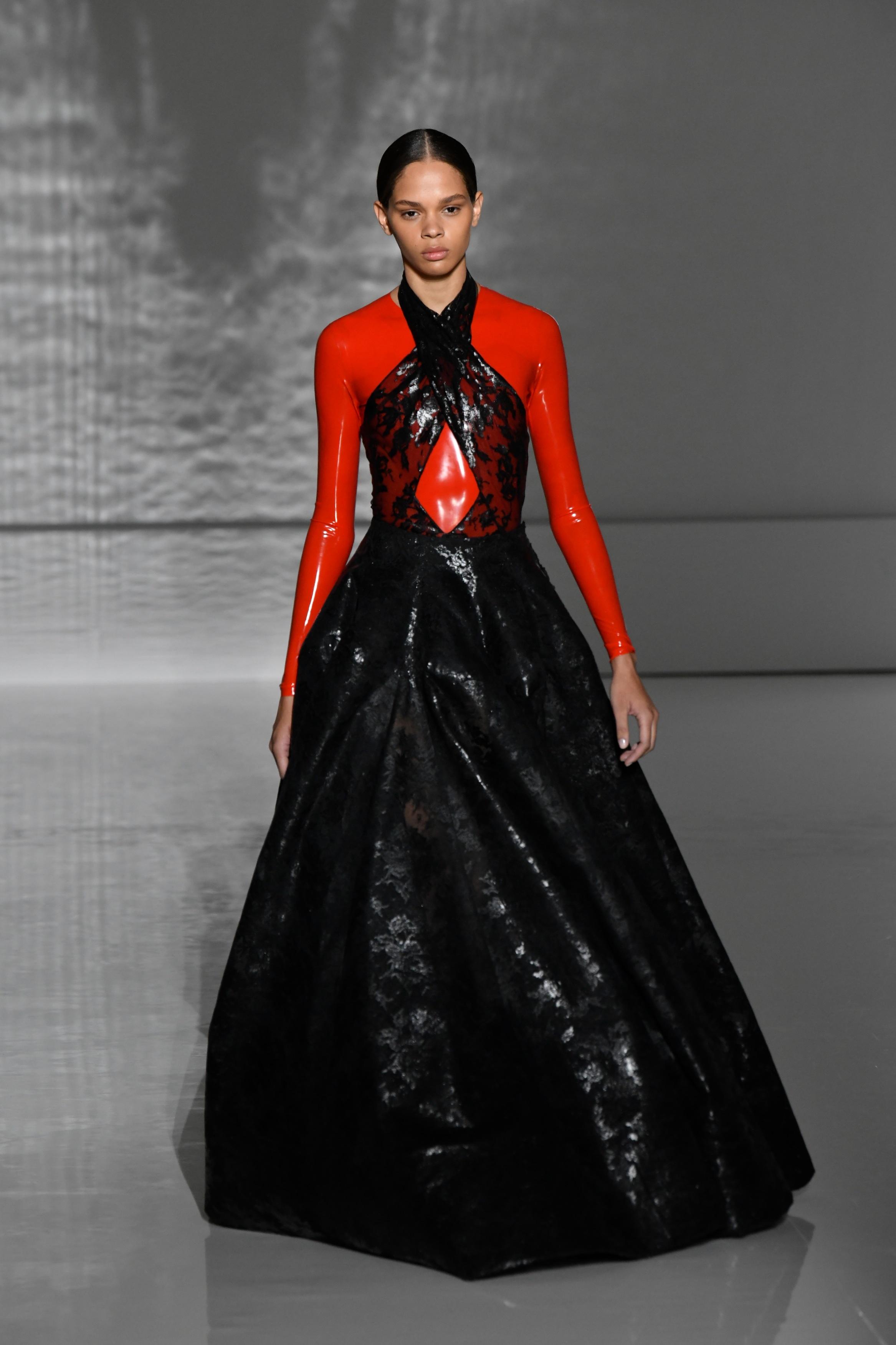 巴黎高级定制时装周——纪梵希展示新品时装