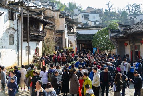 篁岭喜迎春节旅游首高峰 现场活动精彩纷呈