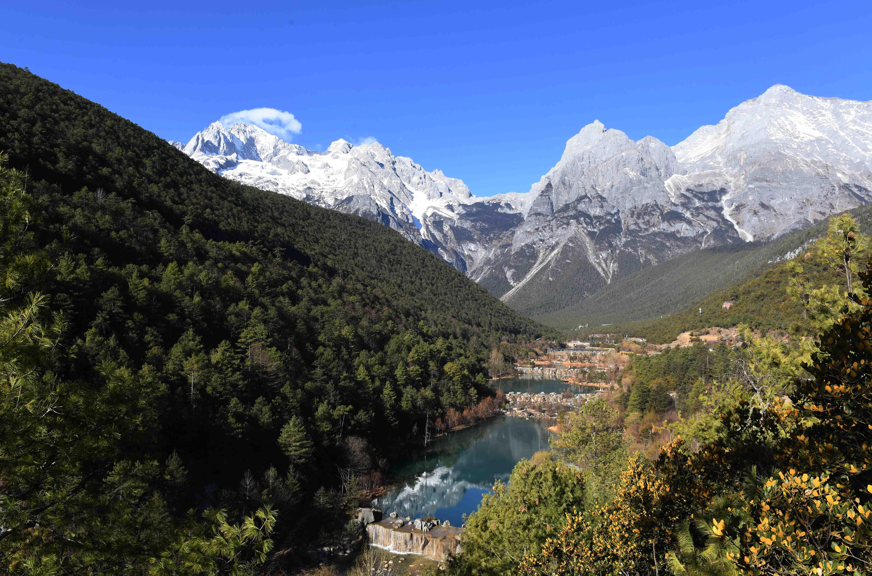 丽江玉龙雪山蓝月谷景色秀美