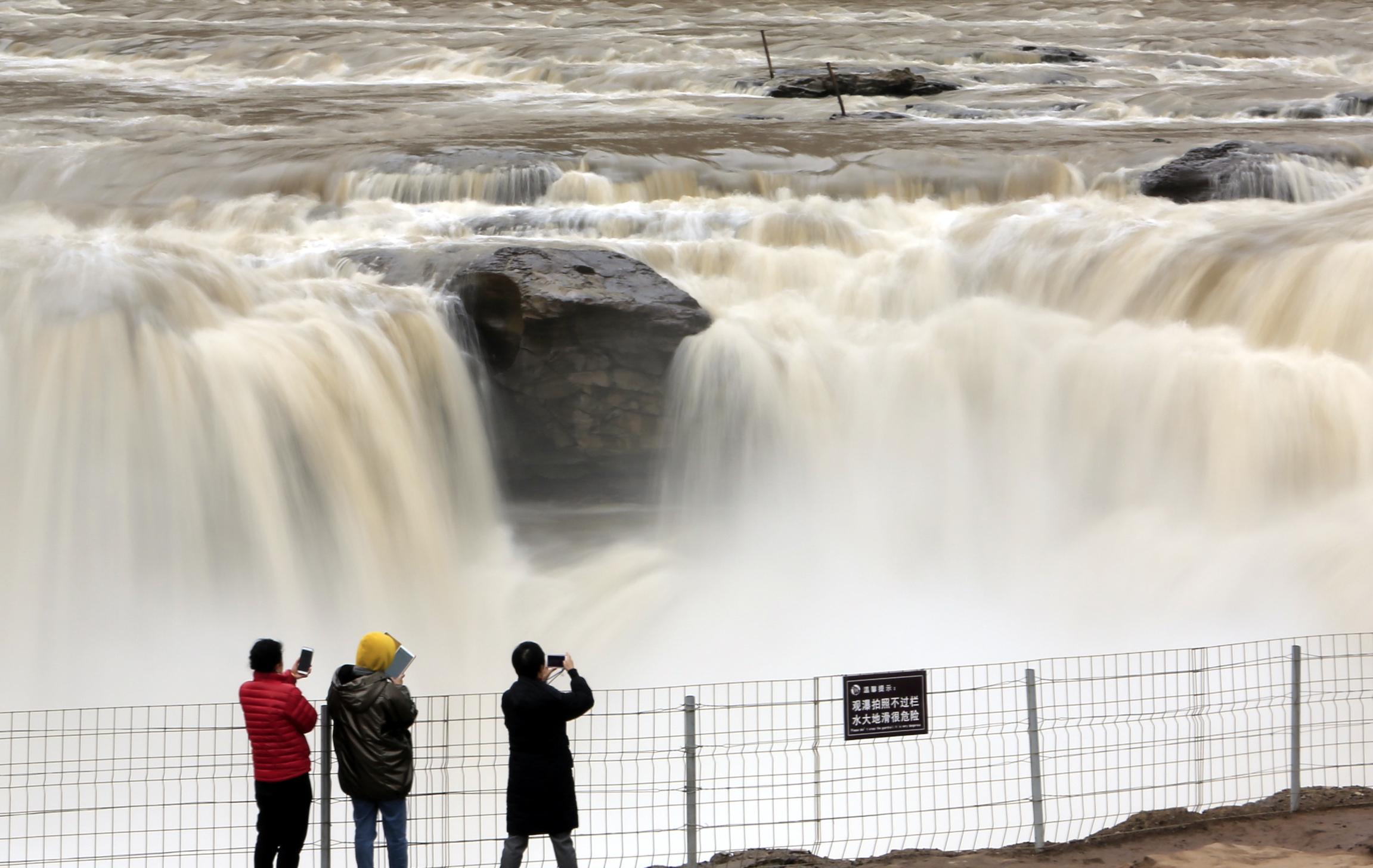 黄河壶口瀑布水量增大