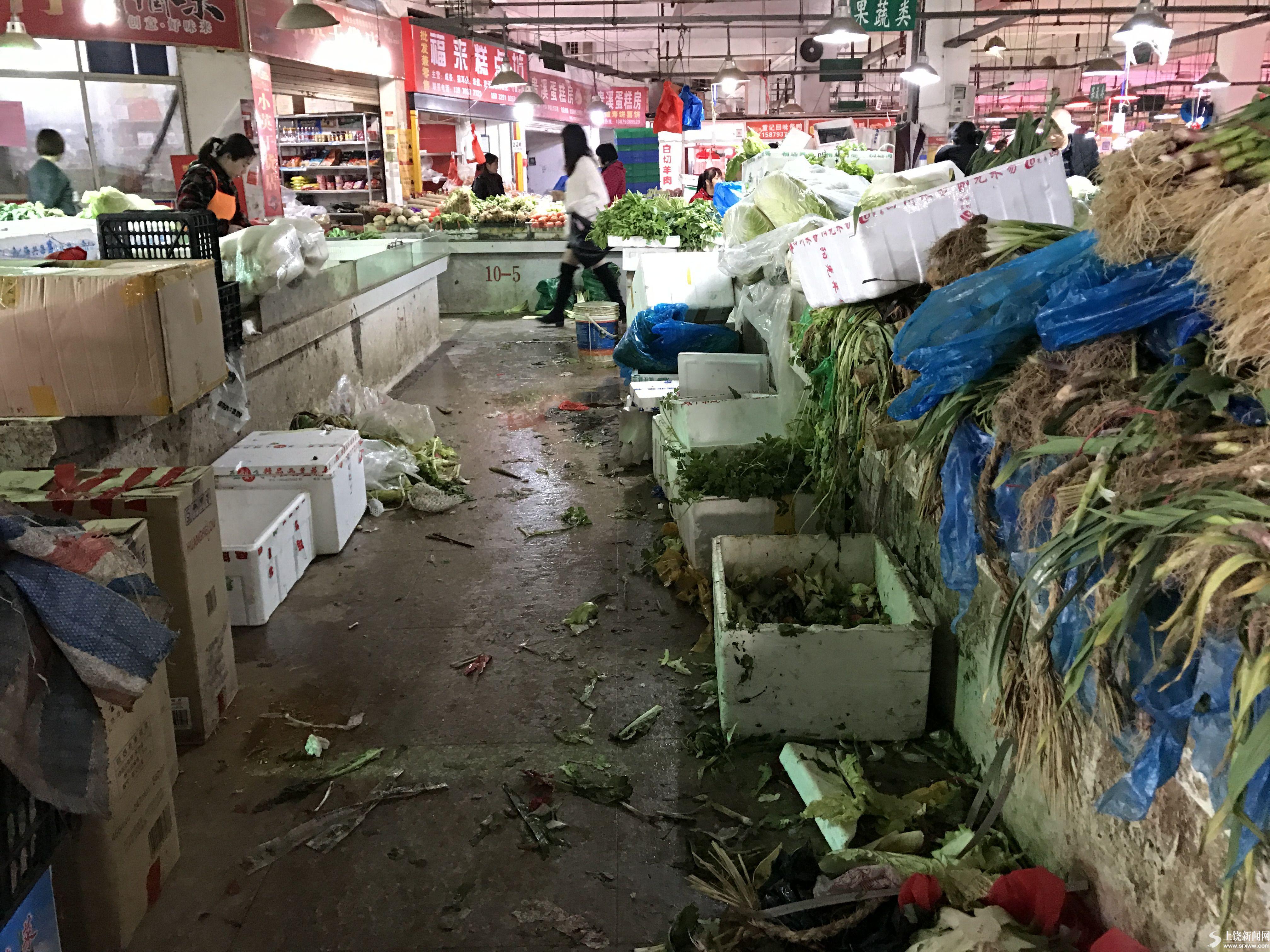 饶城部分农贸市场脏乱差 市民呼吁加强整治