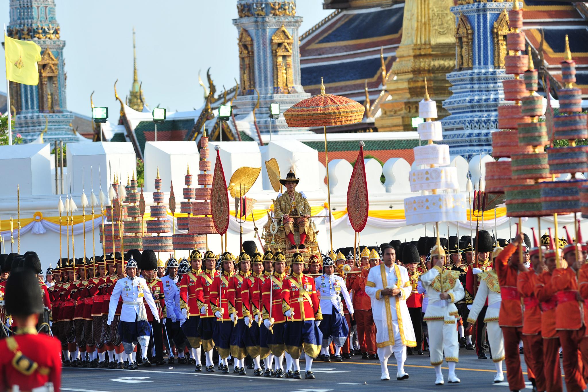 泰国国王加冕典礼巡游在曼谷举行