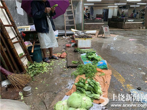 五三集贸市场环境卫生乱象重生