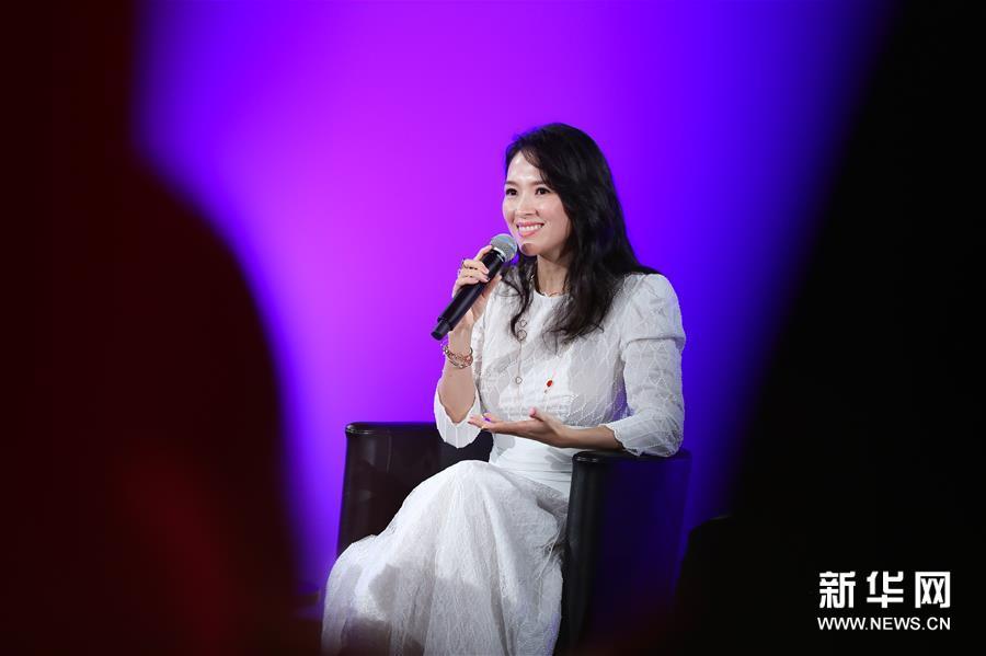 中国演员章子怡在戛纳电影节大师班开讲