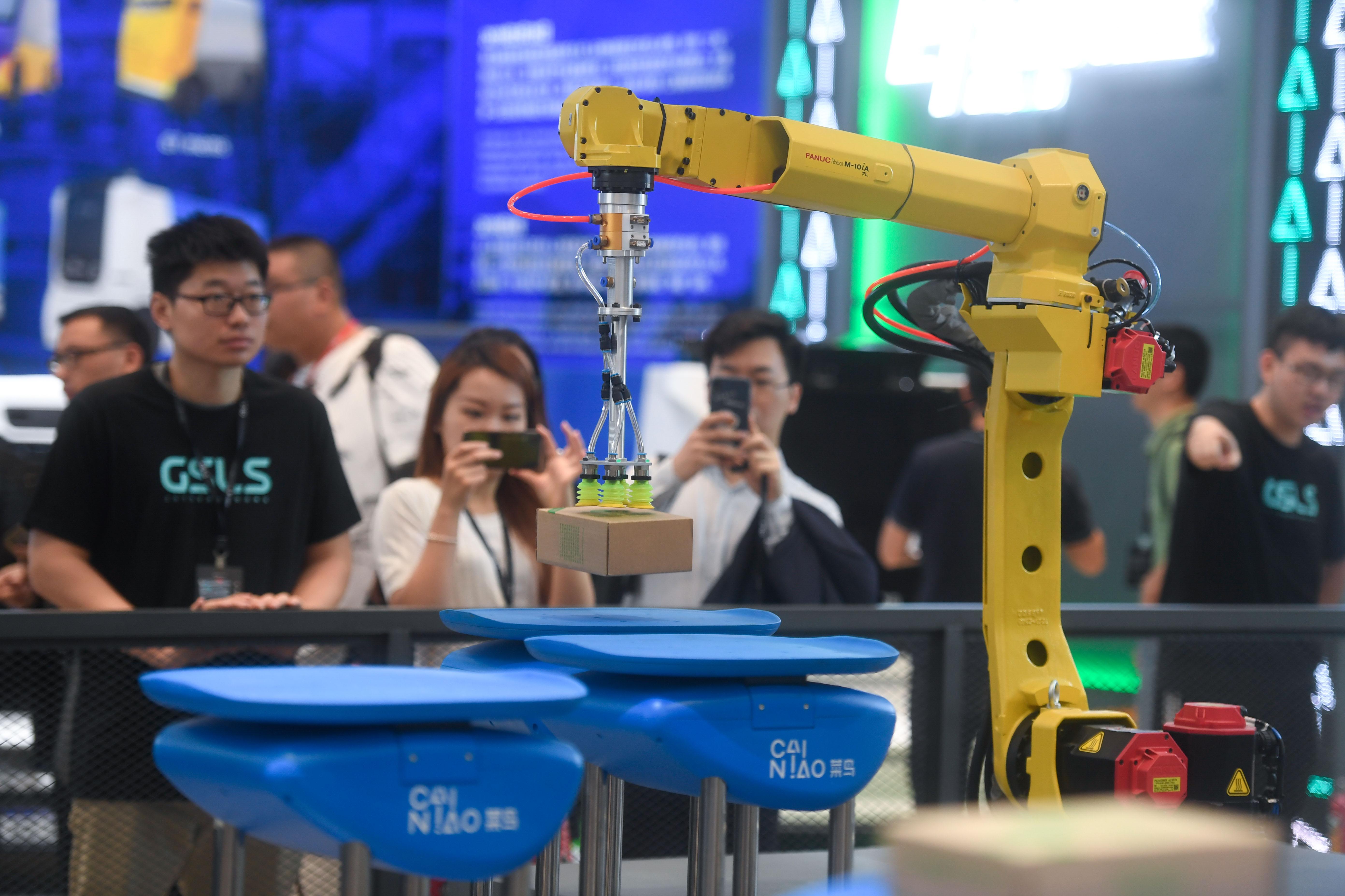 杭州举办2019全球智慧物流峰会