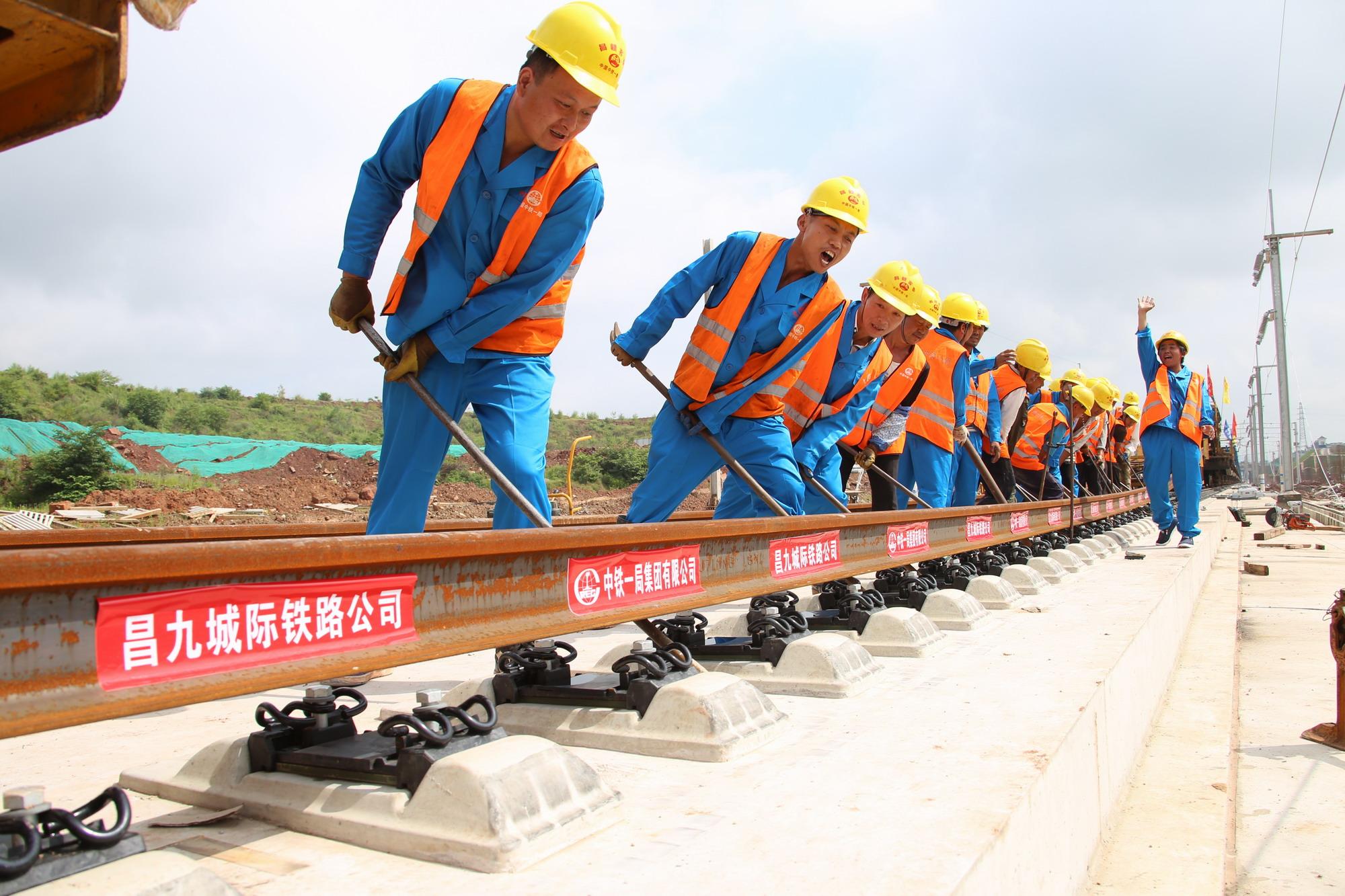 昌赣高铁全线铺轨贯通    赣南不久将进入高铁时代