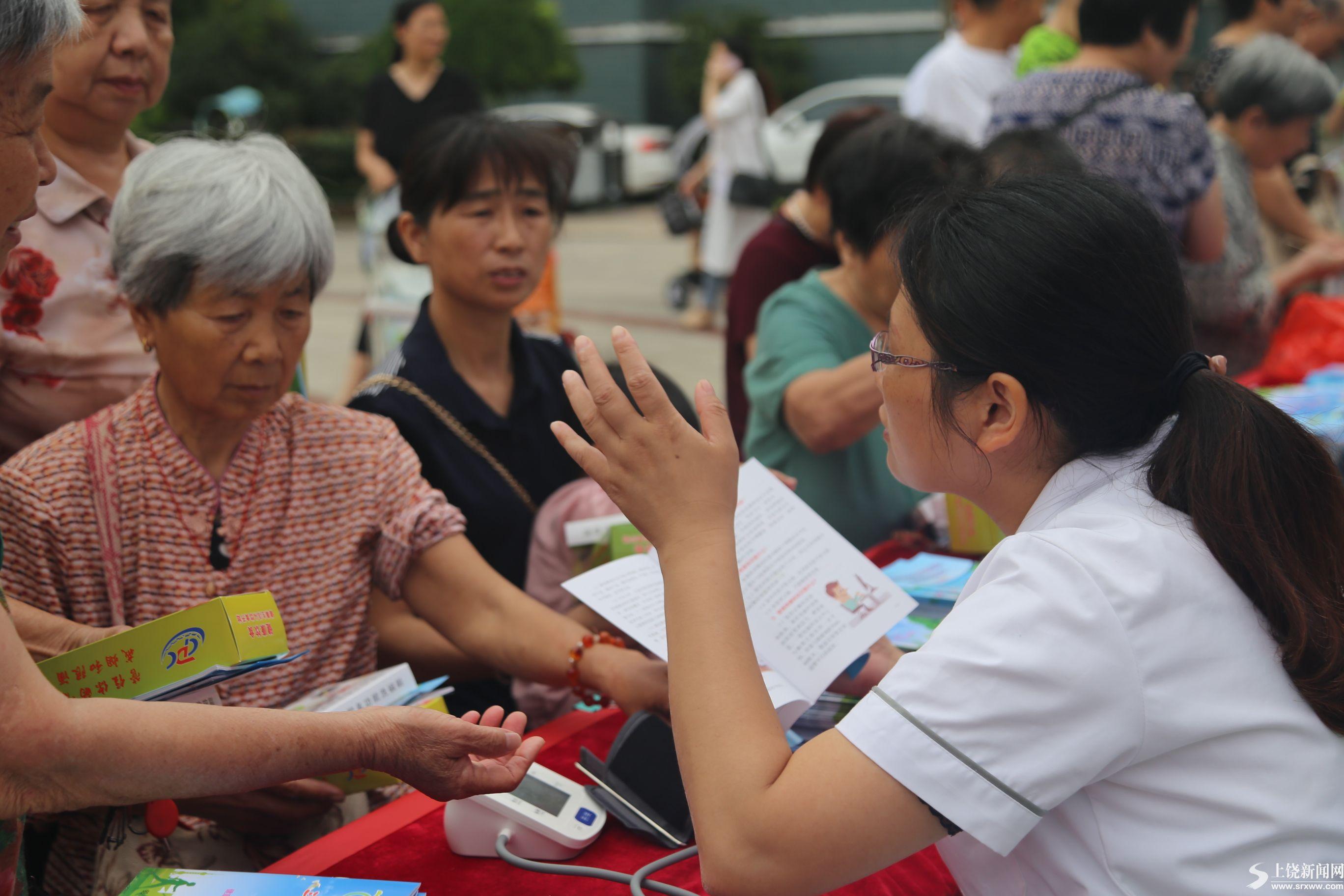 社区开展全民健康生活方式宣教活动