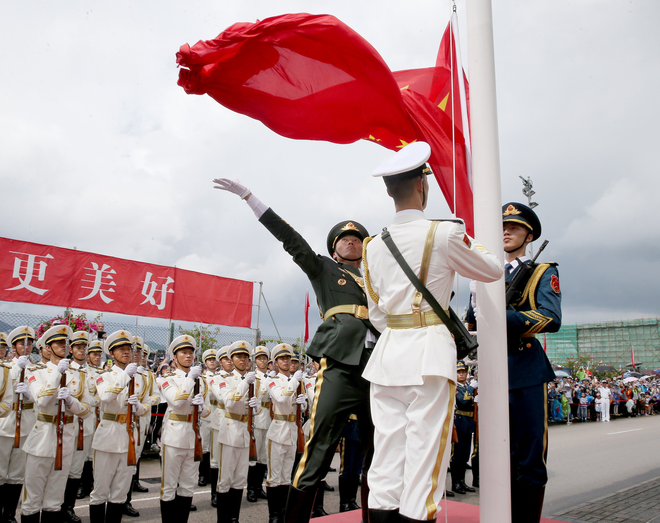 亲身感受祖国的强盛——香港青年学生参访驻港部队海军基