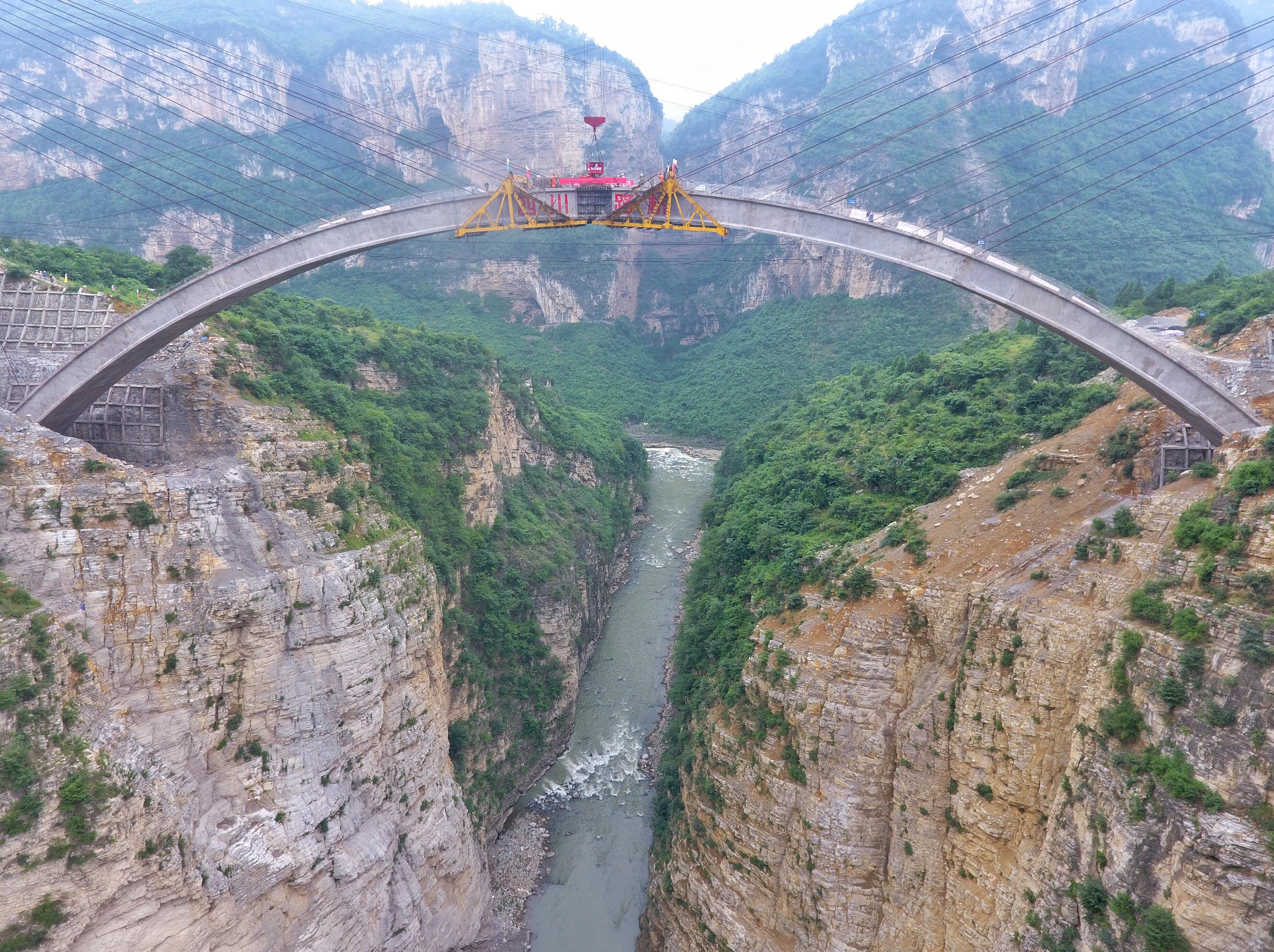 鸡鸣三省大桥主拱圈合龙 年底将建成通车