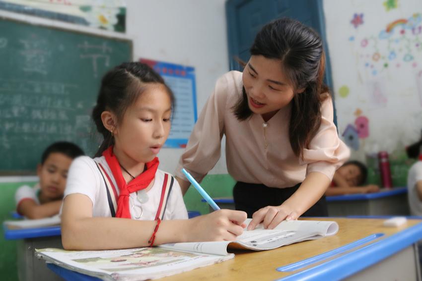 为啥学生和家长都信她?