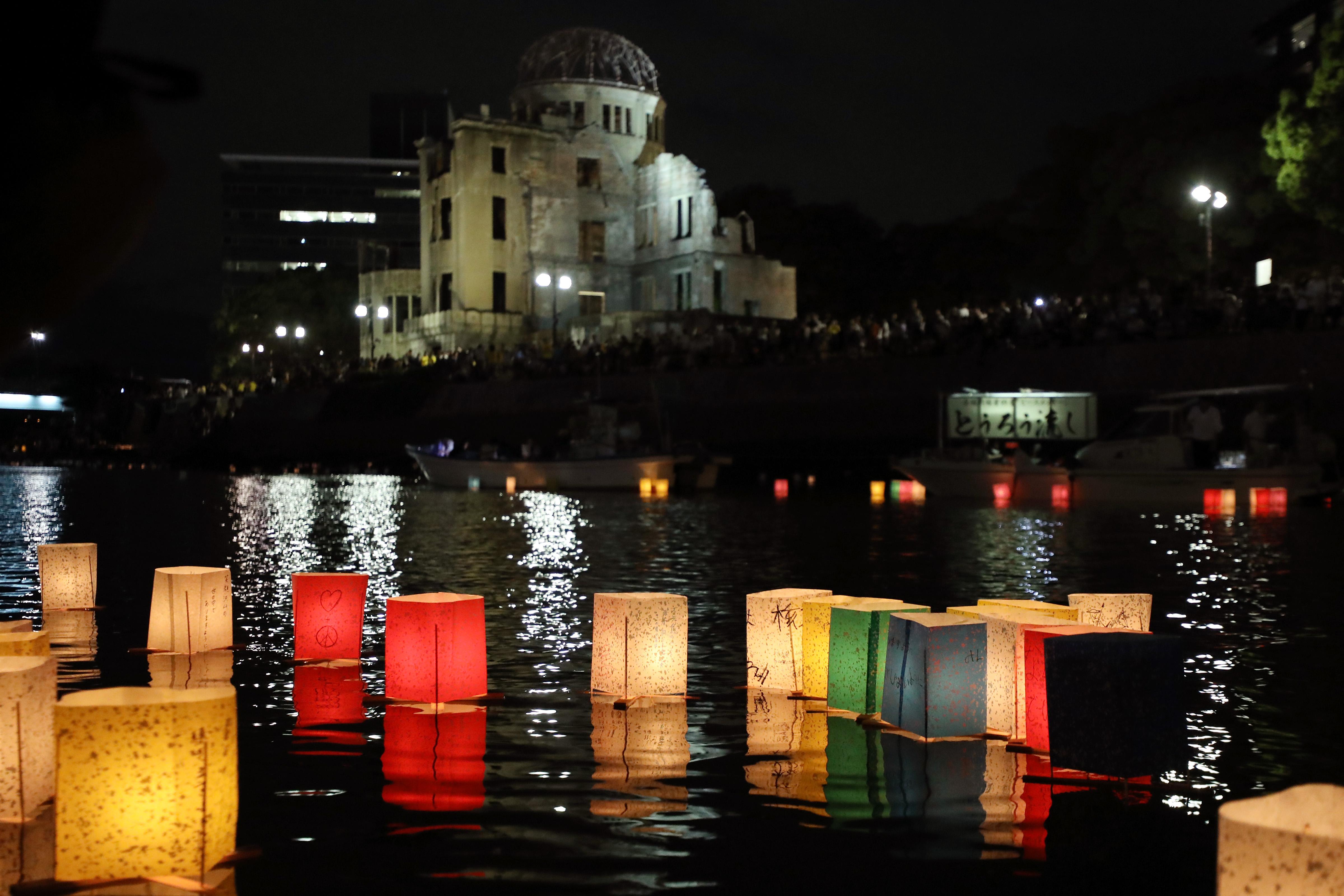 广岛民众悼念原子弹轰炸死难者 呼唤和平