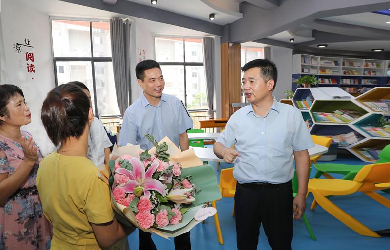 马承祖在走访慰问教师代表时强调  加强教师师德师风建设 全面提升教育质量水平