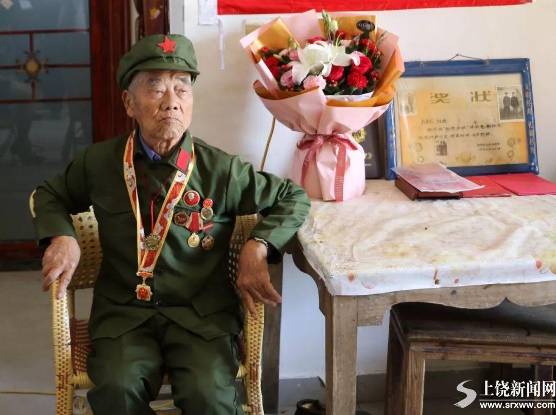 9旬老兵深藏功名60载 教育后辈报效国家感党恩