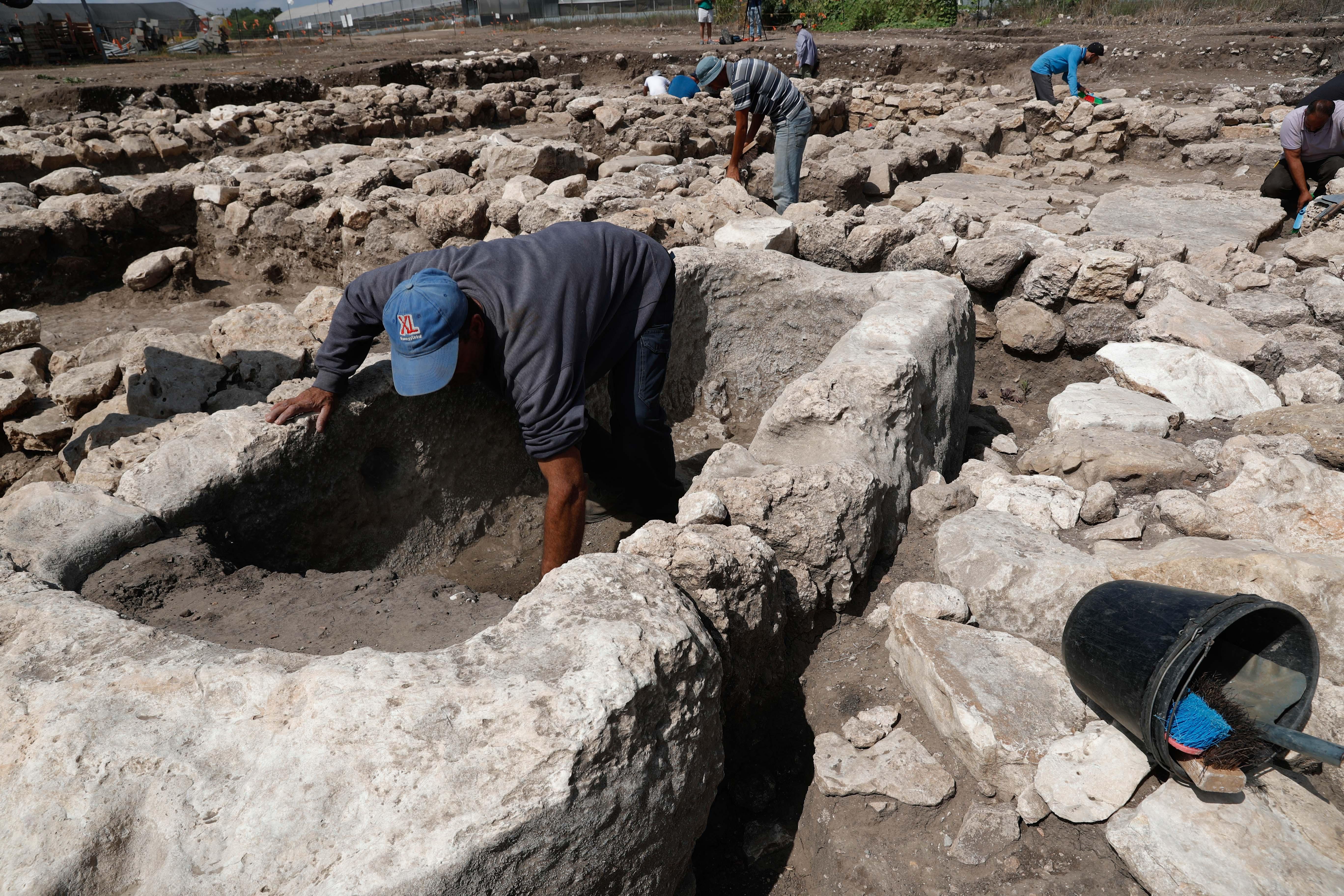 以色列发现5000年前迦南古城遗址