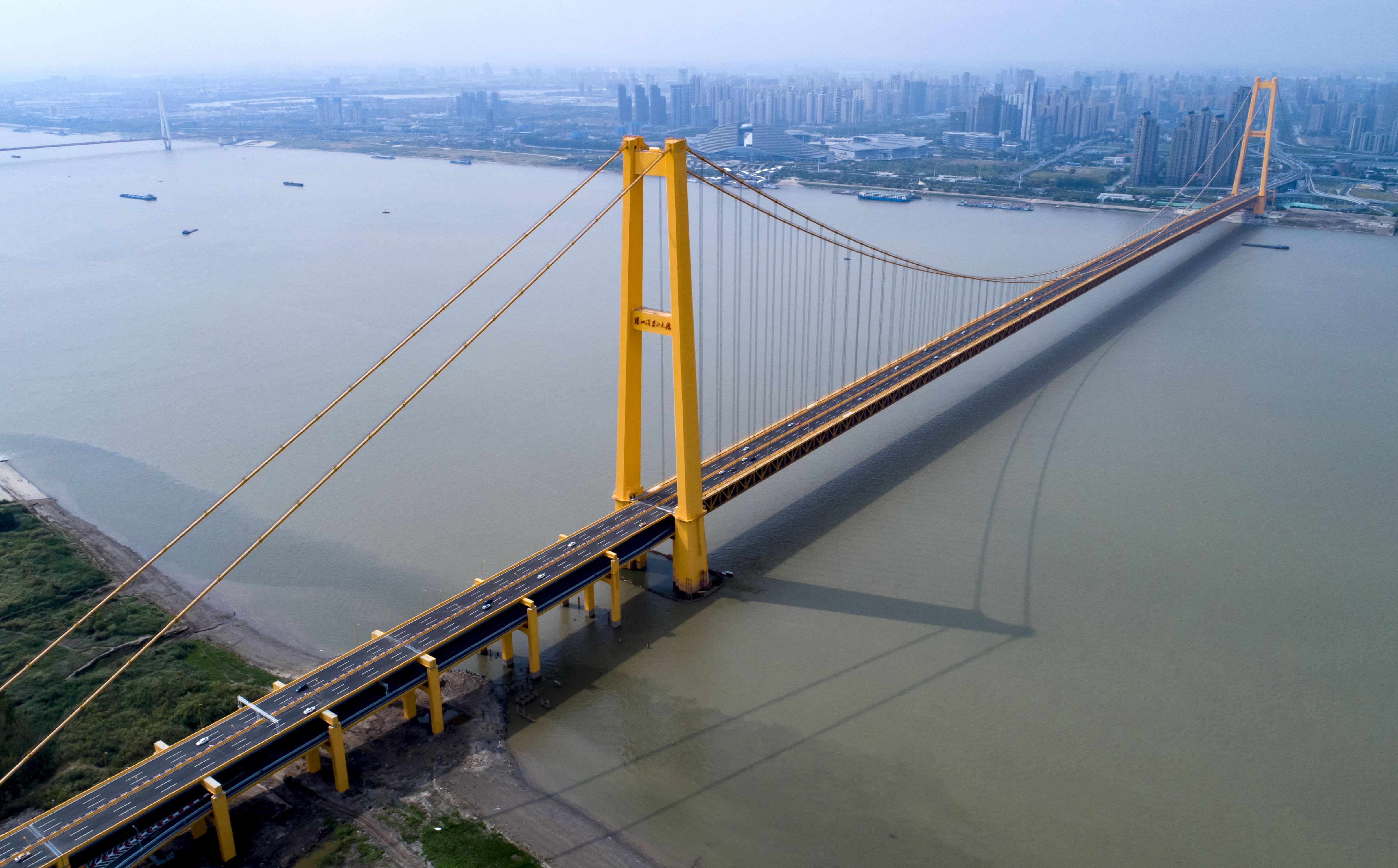 长江上首座双层公路大桥通车