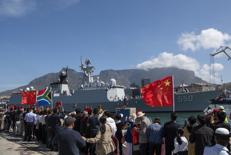 中俄南非三国在开普敦举行海上联合演习