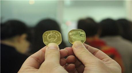 首枚方形普通纪念币亮相