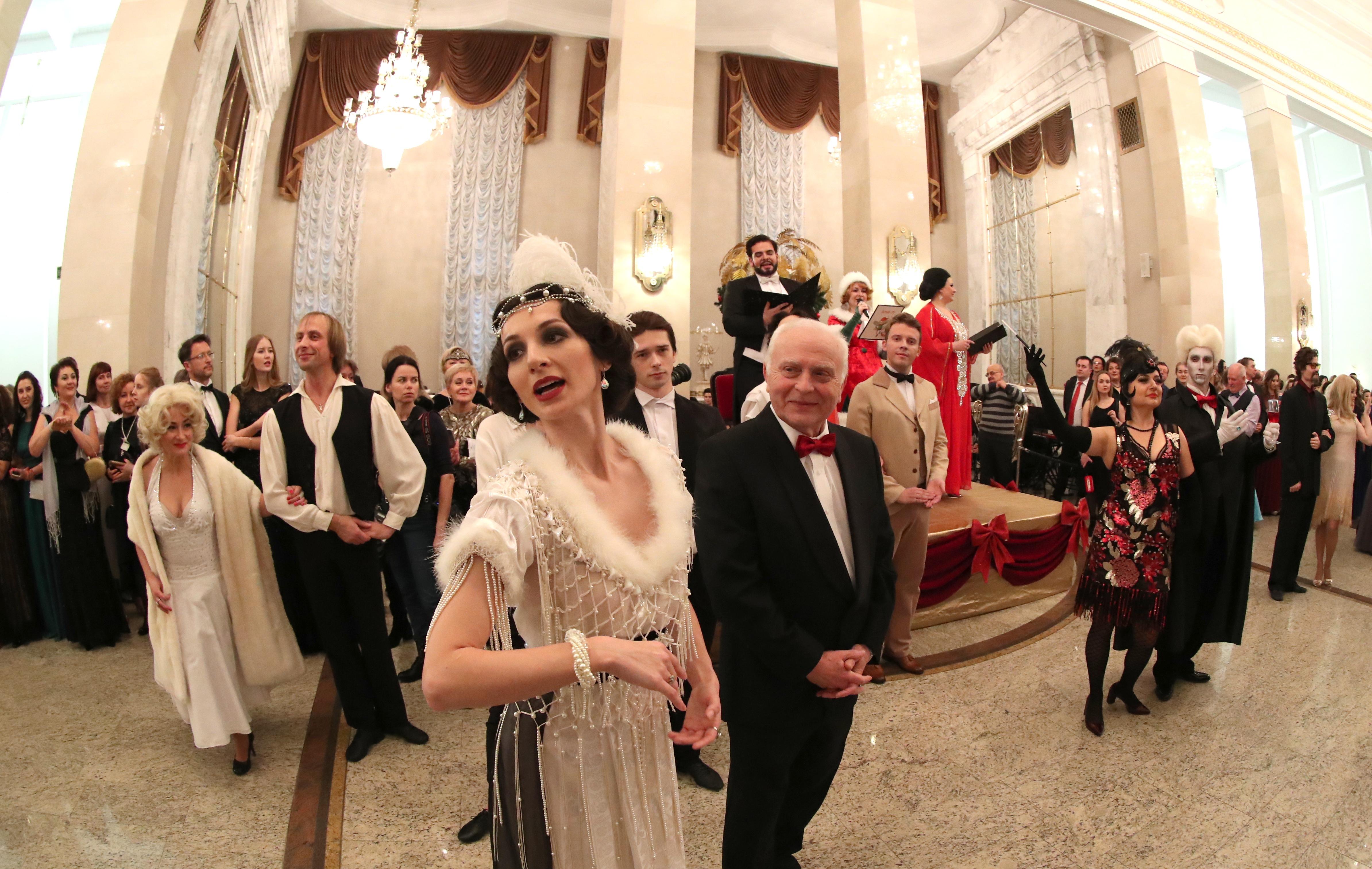 白俄罗斯举办舞会迎接俄历新年