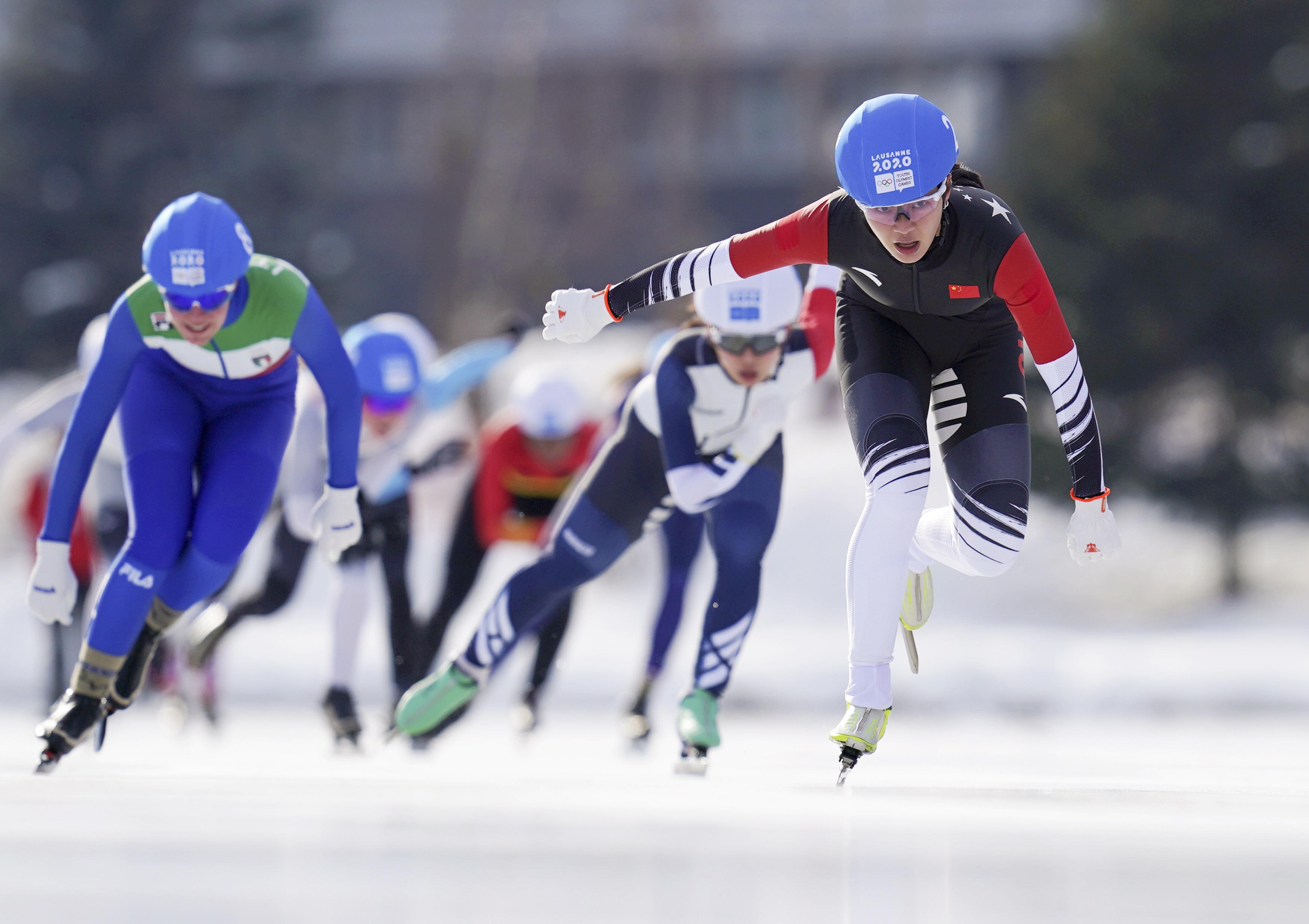 速度滑冰——女子集体出发:中国选手杨滨瑜夺金