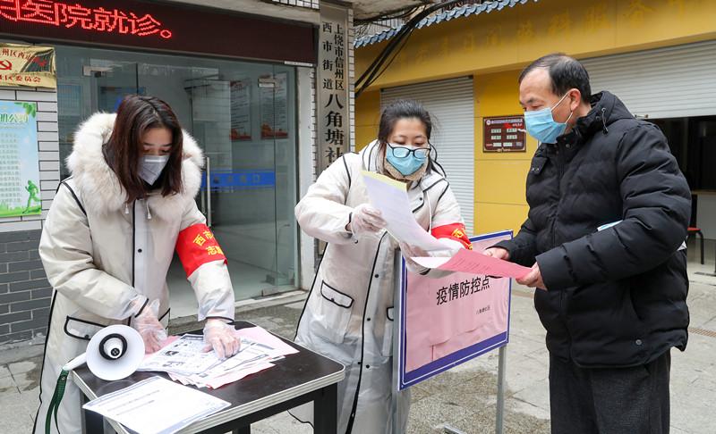 全力做好清洁消毒防御和疫情防控宣传工作