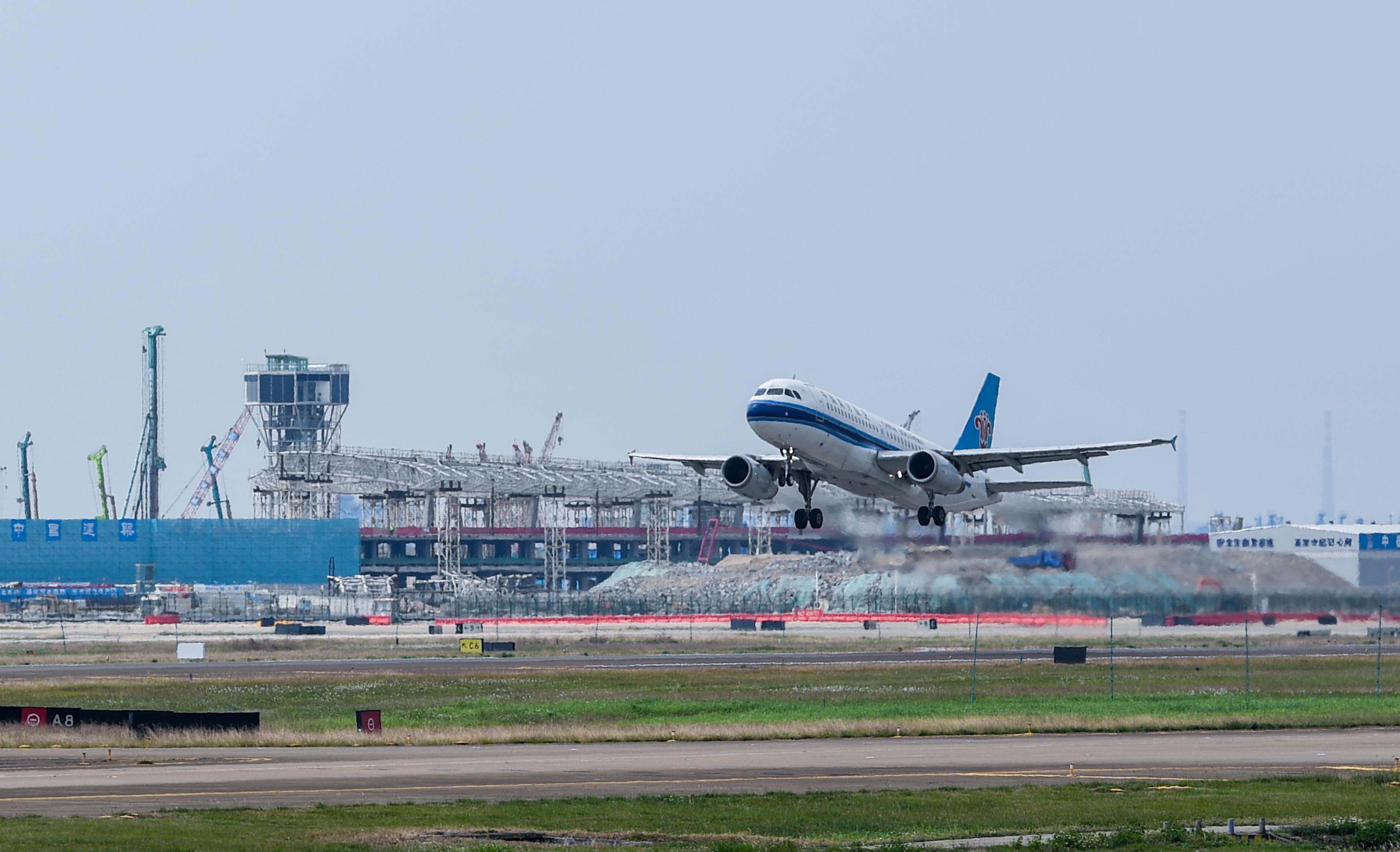 深圳机场陆续恢复航班运营