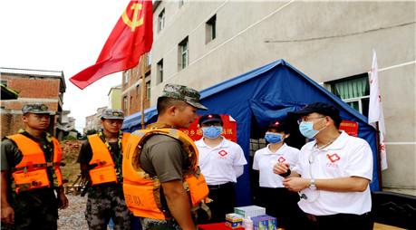 江西国家紧急医学救援队深入抗洪一线