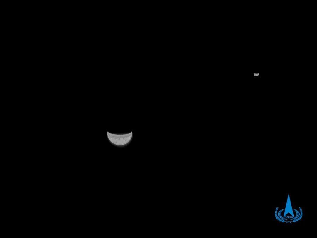 天问一号探测器传回地球与月球的合影