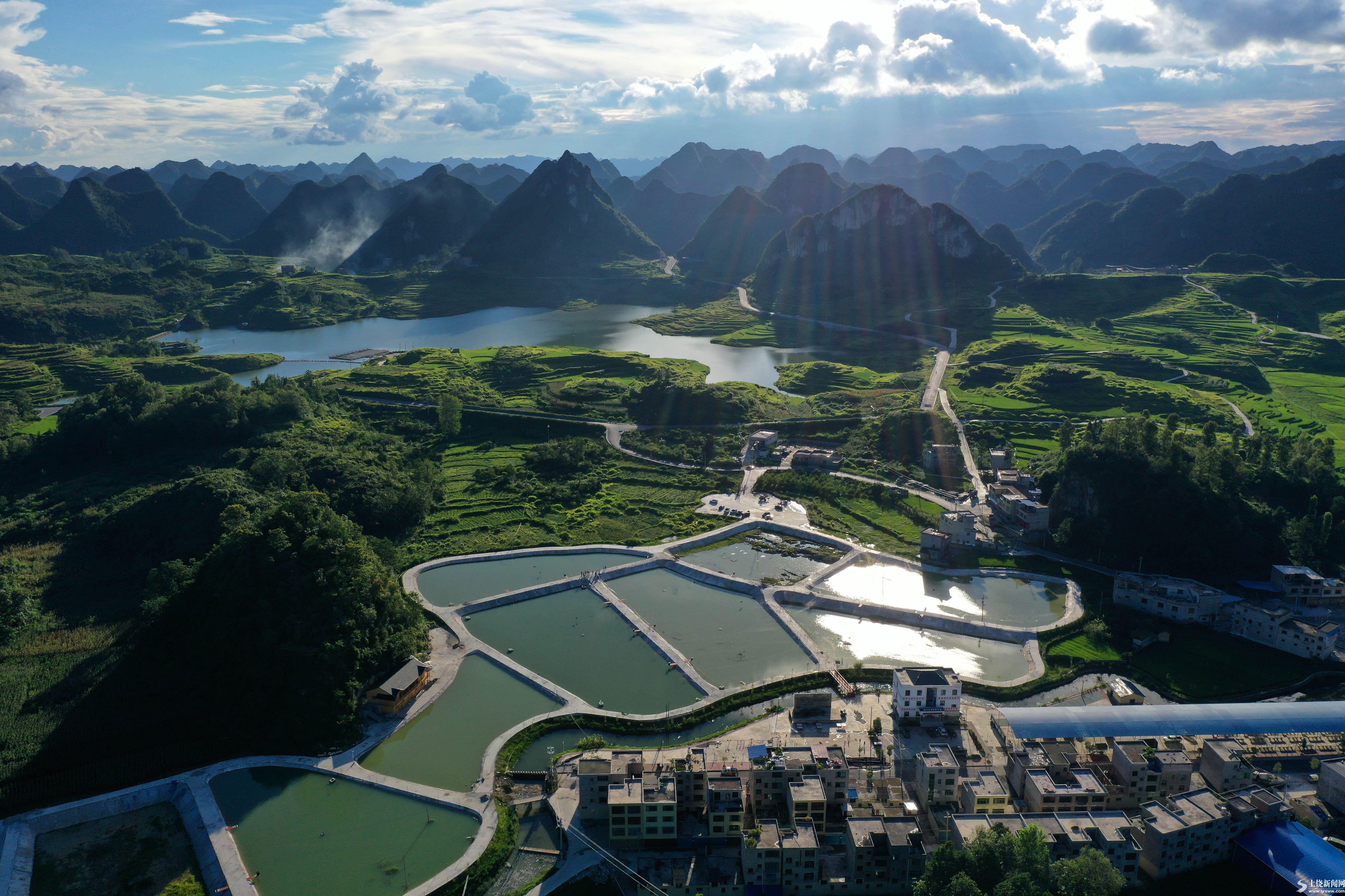 贵州代化:极贫乡镇告别贫困