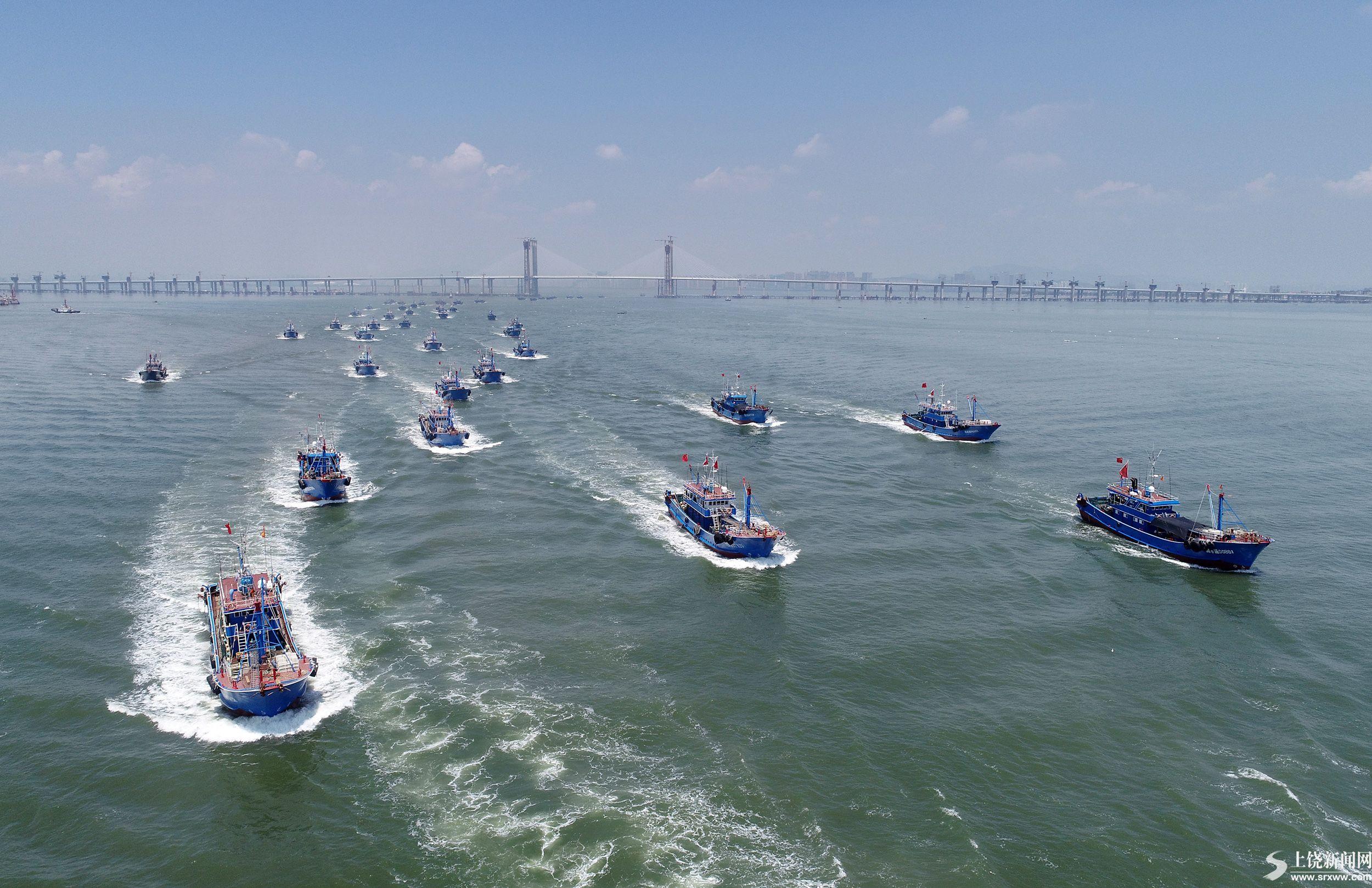 休渔全面结束 渔船开渔出海