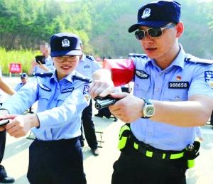 """我市两民警被公安部选树为全警大练兵""""标兵个人"""""""