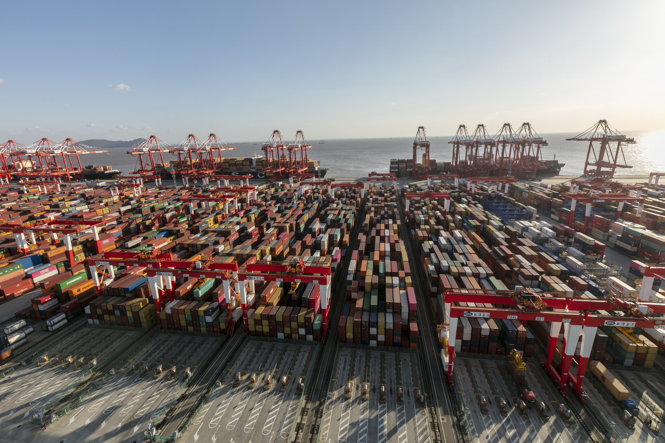 上海港单月集装箱吞吐量破历史纪录