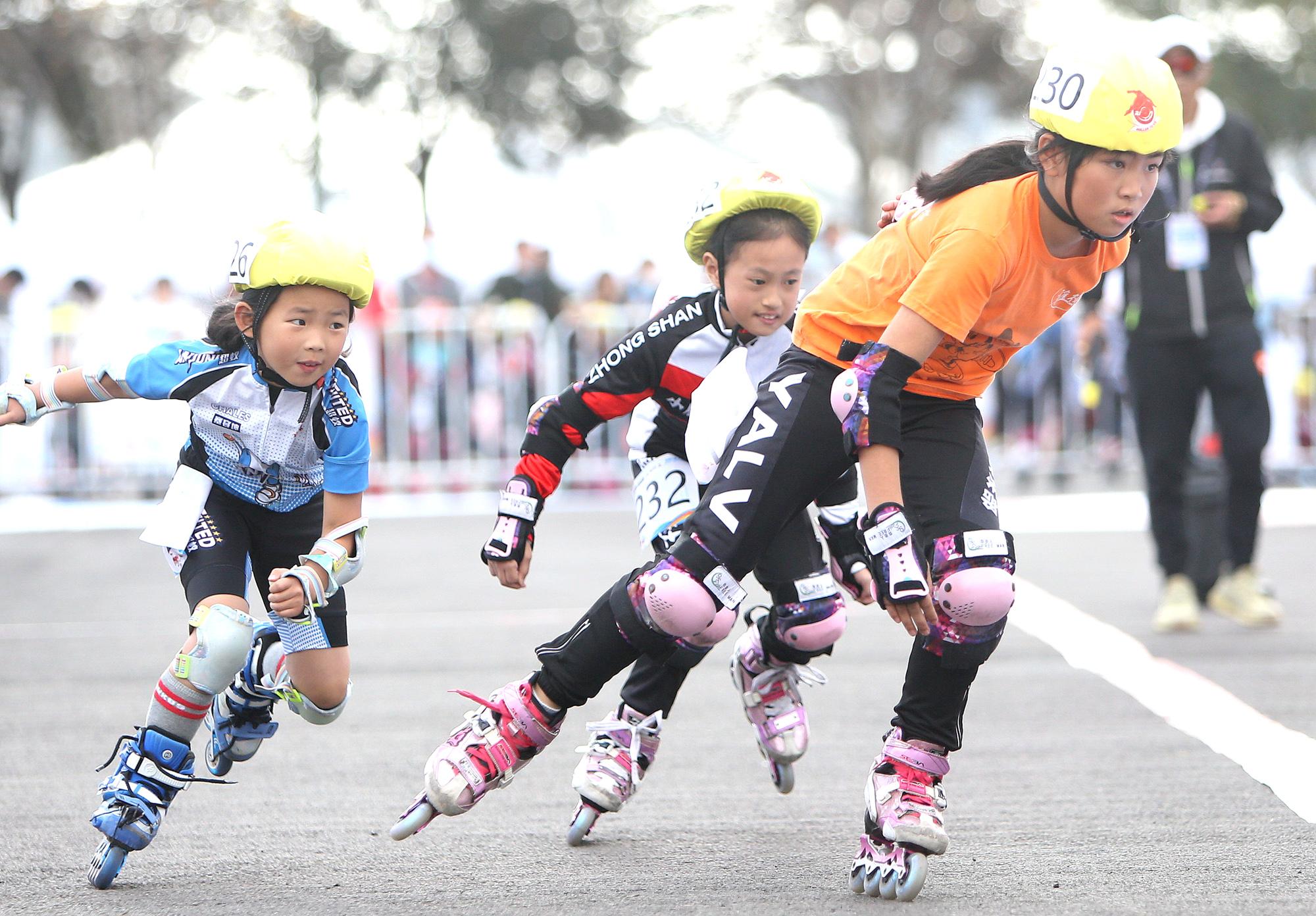 全民健身——上海市第三届市民运动会轮滑项目总决赛鸣枪