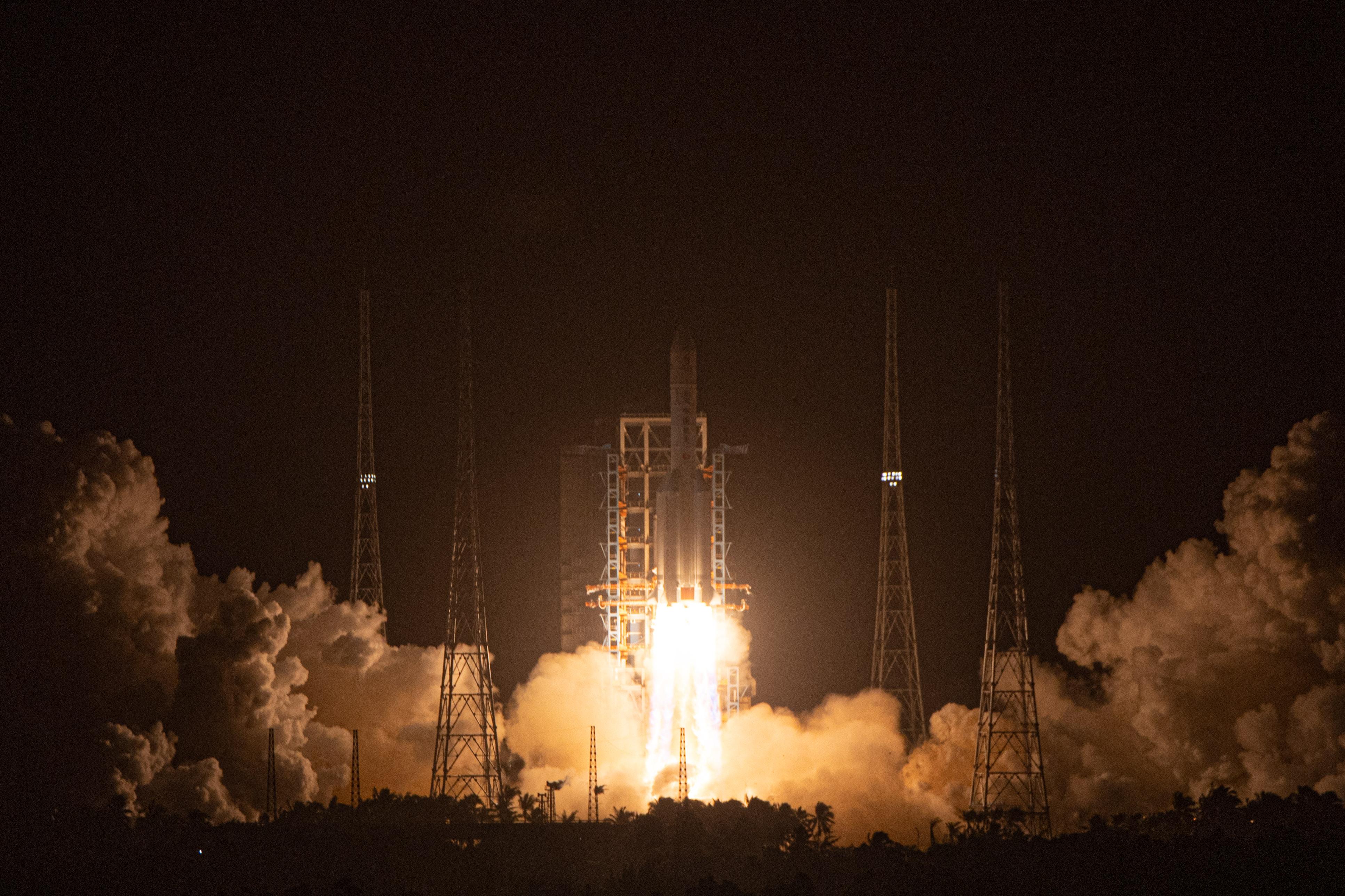 嫦娥五号探测器成功发射