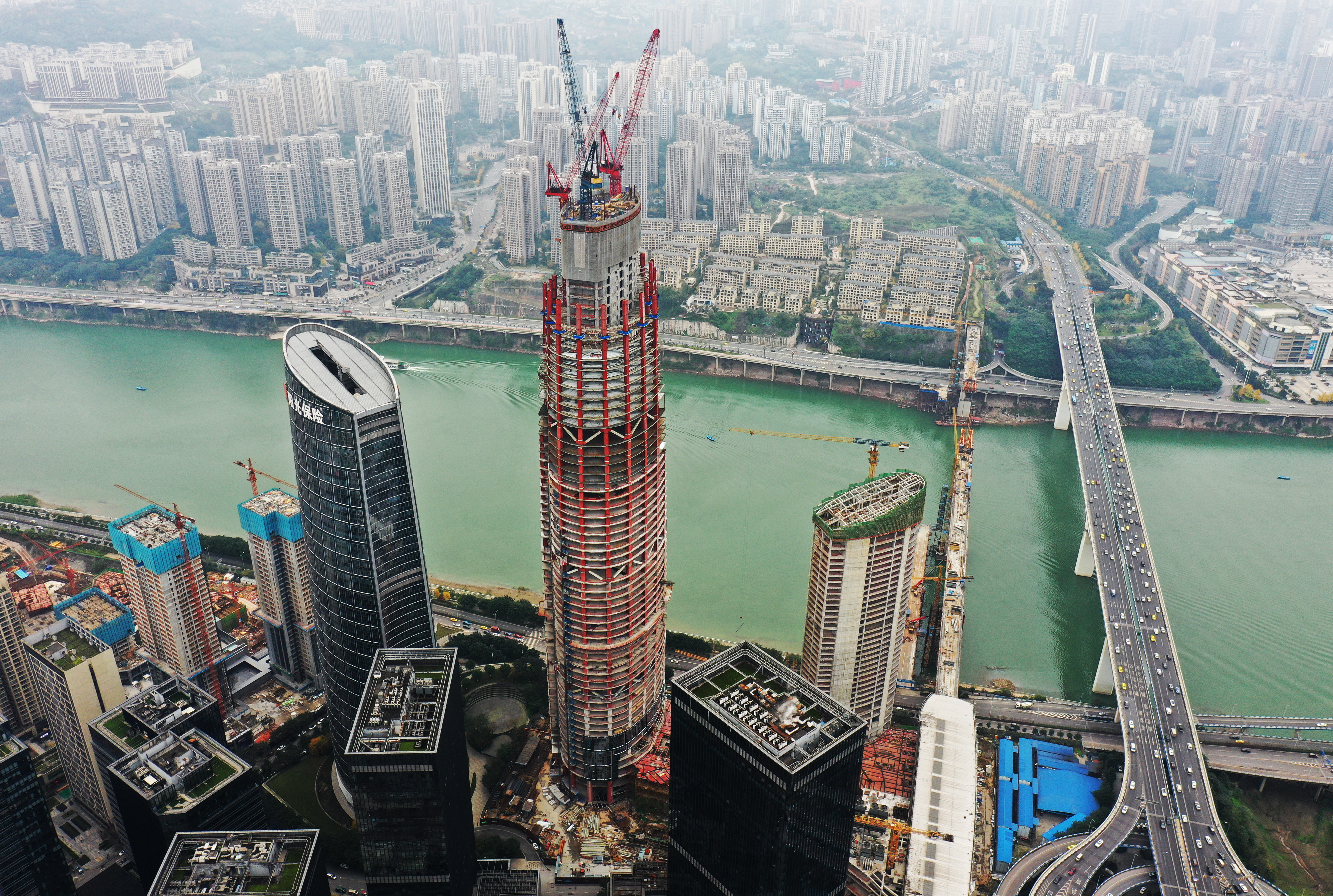 重庆化龙桥超高层项目主塔楼突破300米