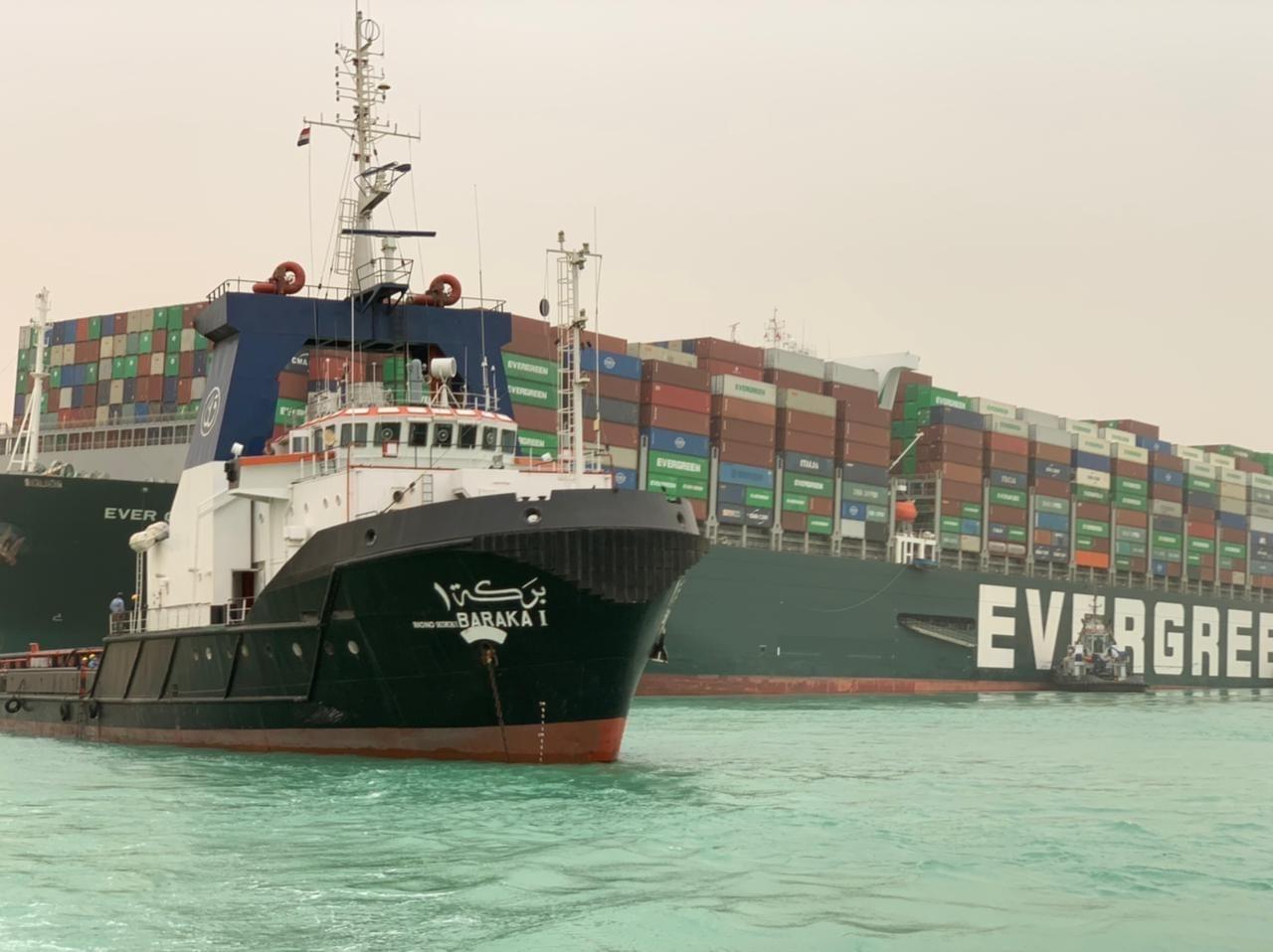一重型货船搁浅致埃及苏伊士运河新航道发生拥堵